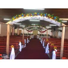Alquiler de Arco  de Madera Decorativo para Bodas con Tela y Flores