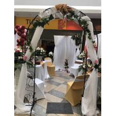 Alquiler de Arco  de Hierro con Tela y Flores Decorado