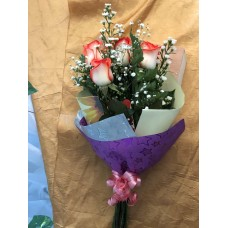 Ramo 6 Rosas con Papel Decorativo