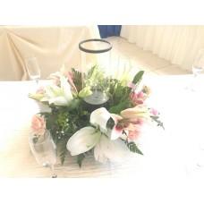 Centro de Mesa con Flores y Jarron