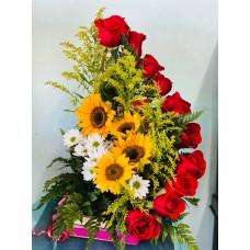 Arreglo con Caja de Madera Rosas y Girasoles