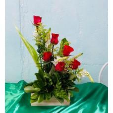 Arreglo Floral 6 Rosas  Caja de Madera