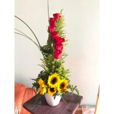 Arreglo Floral 7 Rosas 4 Girasoles Base