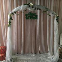 Alquiler de Arco Decorativo para Bodas con Tela y Flores