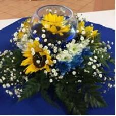 Centro de Mesa con Flores y Pecera Pequena