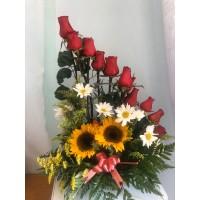 Arreglo Floral  12 Rosas Rojas 2 Girasoles